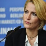 Gillian Anderson will play Margaret Thatcher in 'The Crown' Season 4